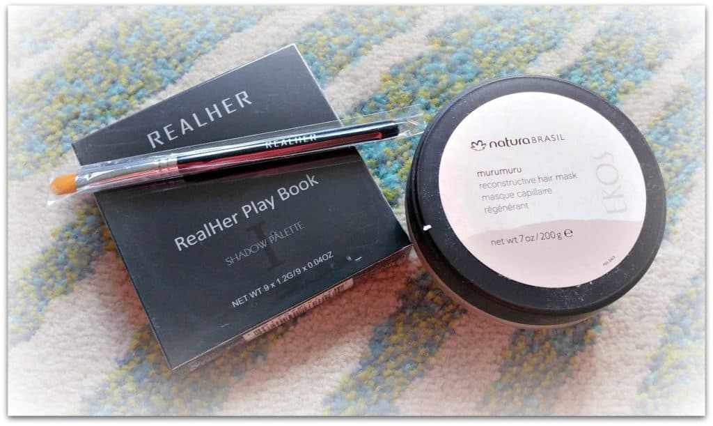 causebox fall 2018 Realher eyeshadow pallete and Natura face mask