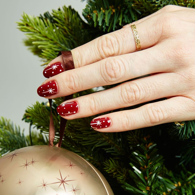 Easy and festive DIY holiday nails